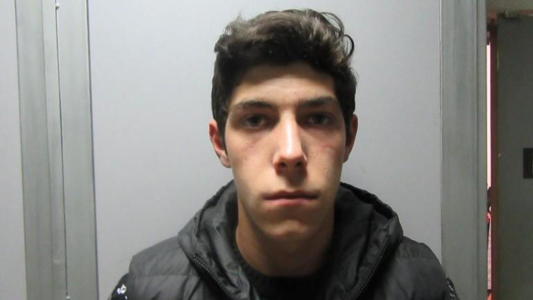 Полицията издирва 18-годишен младеж, избягал от затворническо общежитие в Смолян.