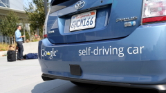 Google излиза с пълна газ на пътя - търси десетки експерти за безпилотните си автомобили