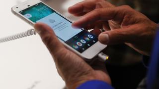 Google инвестира $880 милиона в LG, за да подсигури доставките на ключов продукт