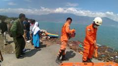 Над 380 са жертвите на цунамито в Индонезия