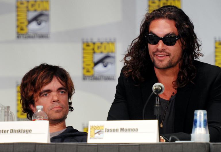 Джейсън Момоа и Питър Динклидж през 2011 г.