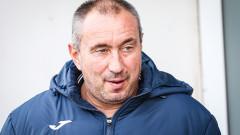 Станимир Стоилов определи група от 18 футболисти за мача с Пирин