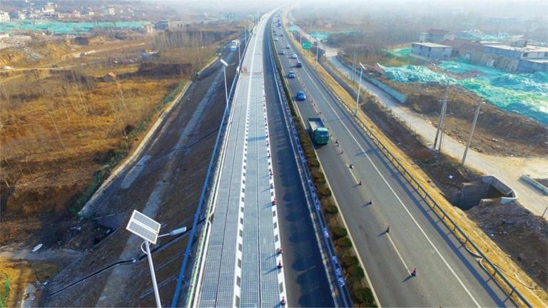 Първата в света соларната магистрала бе открита в Китай. Тестовият