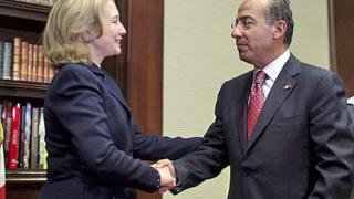 Клинтън хвали Мексико в борбата срещу картелите
