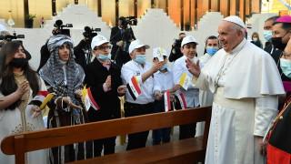 """В Ирак папата заклейми насилието в името на Бог като """"най-голямото богохулство"""""""