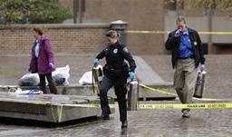 Мъж се заля с бензин и се запали пред университет в САЩ