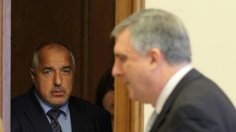 Калфин подаде оставка, Борисов я прие