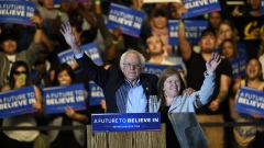 Сандърс победи Клинтън в Западна Вирджиния, Тръмп със символични победи в два щата