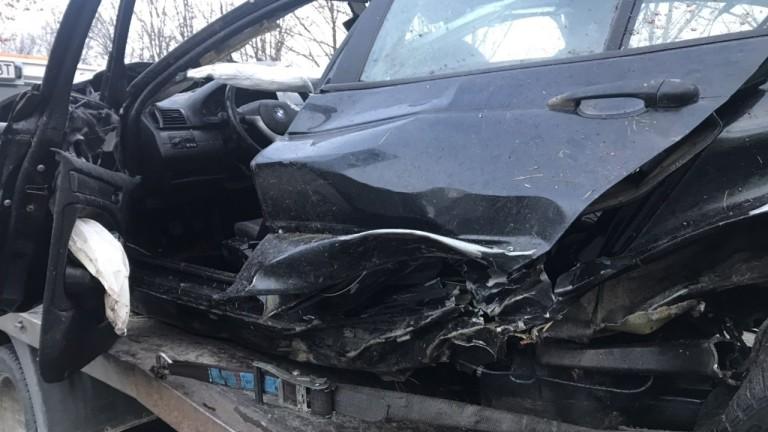 Двама загинаха в катастрофа край Карлово, шофьорът - без книжка