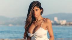 Миa Халифа е безсрамно секси