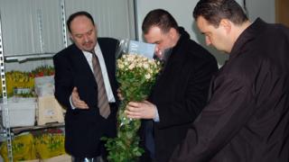 Найденов провери какви цветя получават българките за 8 март