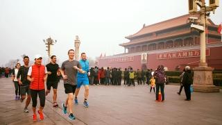 Снимка на Марк Зъкърбърг в Китай предизвика остри реакции