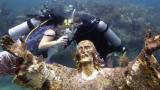 Двойка се ожени под вода