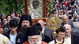 Изнесоха чудотворната икона на Св. Богородица от Бачковския манастир