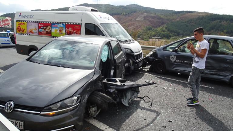 Жрица на любовта предизвика верижна катастрофа край Враца