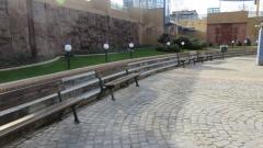 Вандали изпочупиха пейките на ремонтираната Централна гара в София