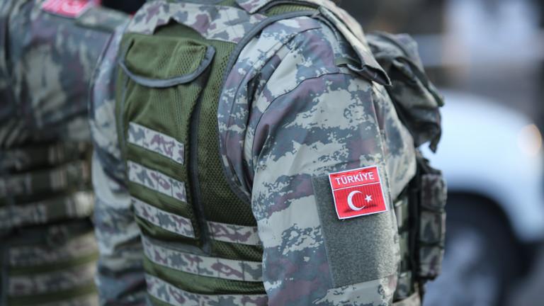 Един турски войник е убит и други двама са ранени