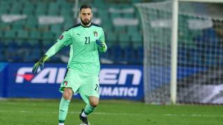 Донарума отказал две предложения за нов договор от Милан