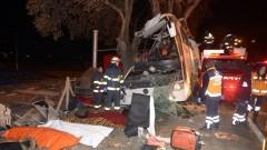 11 загинали и десетки пострадали при катастрофа на автобус в Турция