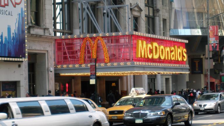 Защо McDonald's във Флорида плаща $50 на явилите се на интервю за работа?