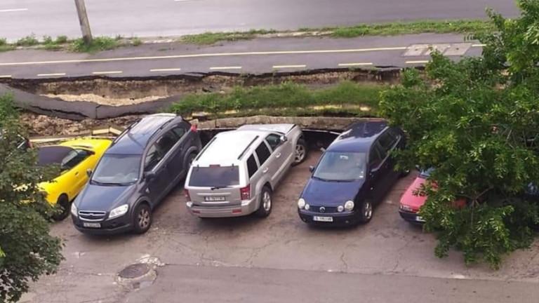 Пет коли пострадаха, затиснати от срутена велоалея във Варна, съобщава