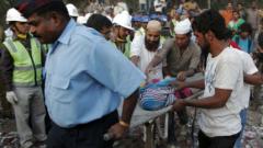 Жертвите на рухналата сграда в Индия вече са 47