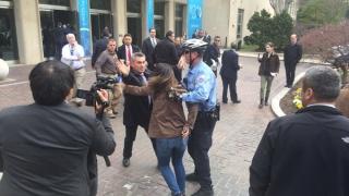 Охраната на Ердоган се спречка с журналисти в US университет