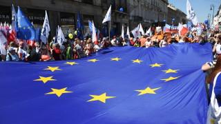 Хиляди поляци излязоха на антиправителствен протест