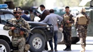 Войник на НАТО загина при самоубийствена атака на конвой в Кабул