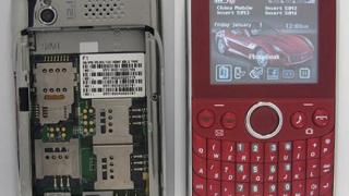 Пуснаха на пазара телефон с 4 SIM карти