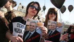 Протестиращи родители на деца с увреждания събират пари за нови коли на министрите