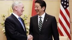 САЩ стои 100% рамо до рамо с Япония, увери шефът на Пентагона