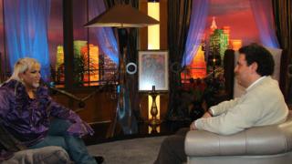 Журналист на CNN прави интервю с Азис