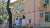 Срути се част от изолацията на гимназия в Пловдив