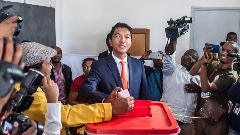 Снимка: Андри Ражоелина печели президентските избори в Мадагаскар