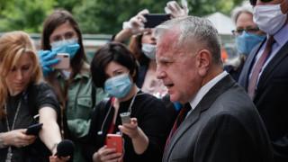 Посланикът на САЩ в Русия призова да спрат да копаят яма в отношенията си