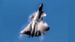 Китай демонстрира своя стелт изтребител J-20