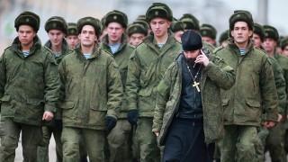 Руската армия обучава православни свещеници