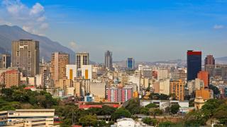 Закъсалата Венецуела вече има под $10 милиарда запаси