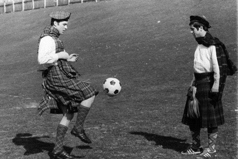 Франц Бекенбауер и Герд Мюлер тренират преди мача срещу Шотландия за световните квалификации през 1969 година.