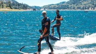 Хамилтън и Бийбър куфяха на сърфове за 15 000 долара