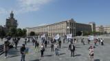 Украйна удължи извънредното положение до 22 май, но частично отменя мерки след седмица