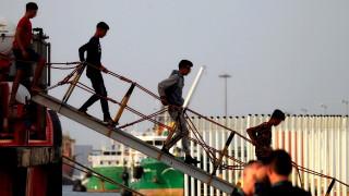 Малта разрешава на мигрантите на спасителните кораби да слязат, разселват ги в ЕС