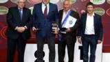 Министър Кралев награди олимпийски шампион по борба