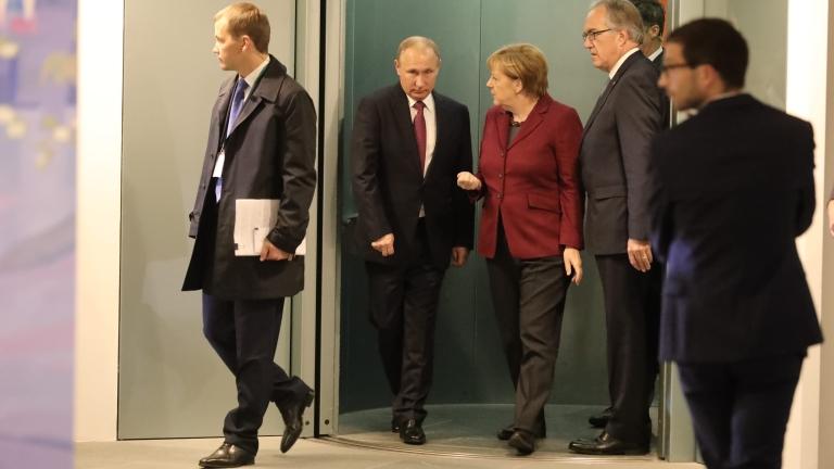 Руският лидер Владимир Путин и германският канцлер Ангела Меркел обсъдиха