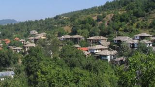 Старинна къща се срути в центъра на Ковачевица