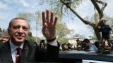 Чистката в Турция продължава с още 9000 полицаи