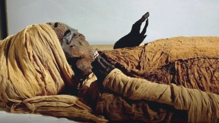 3600 г. по-късно аутопсия установи, че египетски фараон е ритуално екзекутиран