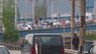Аварирала фуга причини огромно задръстване на Аспаруховия мост