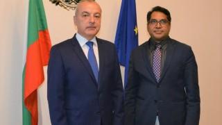 Донев: България спазва всички конвенции за правата на бежанците